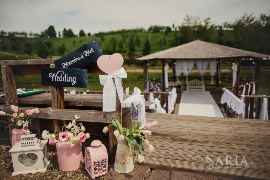 Decoratiuni nunta in aer liber saria aranjamente florale nunti iasi (13)